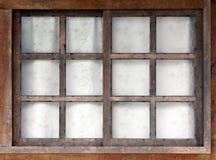 trägammalt fönster royaltyfri bild