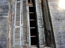 trägammalt fönster Fotografering för Bildbyråer
