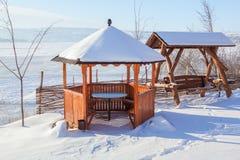Trägazebo i vinter Arkivbild