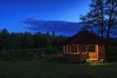 Trägazebo på flodbanken Arkivfoto