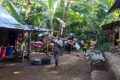 Träger auf Mt Rinjani-Wanderung Lizenzfreie Stockfotos