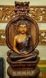 Trägjord Lord Buddha staty Arkivbilder