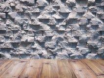 Trägolv över den geometriska rektangulära marmorstenväggen för di Arkivfoto