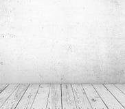Trägolv och betongvägg arkivfoto