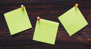 trägröna etiketter för bakgrund Arkivfoto