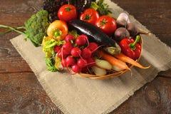 trägrönsaker för tabell för ny marknad för bönder sund mat banta arkivfoton