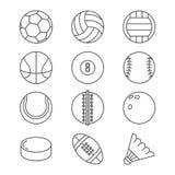 Trägt dünne Linie Ikonen des Ballvektors zur Schau Basketball, Fußball, Tennis, Fußball, Baseball, Bowlingspiel, Golf, Volleyball Lizenzfreie Stockfotos