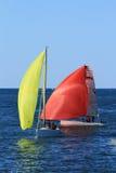 Trägt das Bootssegeln zur Schau Lizenzfreies Stockfoto