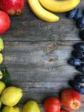 Trägt der alte gezeichnete Holzrahmen des Hintergrundes Früchte Lizenzfreie Stockfotos