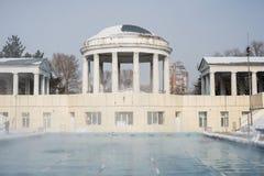 Trägt Pool im Freien im Winter zur Schau lizenzfreie stockbilder