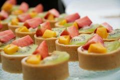 Trägt Törtchen Früchte Stockfoto