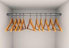 Trähängare i garderob Royaltyfri Foto