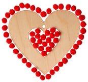Trähjärta med röda ballonger Arkivbild