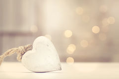 Trähjärta på abstrakt ljus bakgrund Royaltyfri Foto