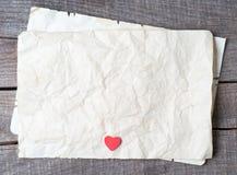 Trähjärta på gammalt papper Arkivbilder