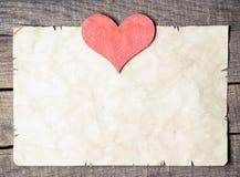 Trähjärta på gammalt papper Royaltyfria Foton