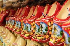 träholländska skor fotografering för bildbyråer