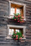 Trähus i Fiesch - Schweiz royaltyfri fotografi