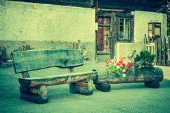 Trähus i Fiesch - Schweiz arkivfoton