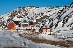 Trähus i Ilulissat av den västra Grönland Arkivbilder