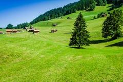 Trähus i Malbun i Lichtenstein, Europa royaltyfria foton
