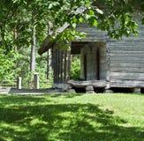 Trähus i parkera Arkivbild
