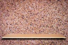 Trähyllor och bakgrund för stenvägg royaltyfri foto