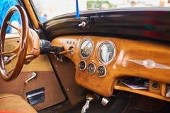 Träinre av en gammal bil Arkivbilder