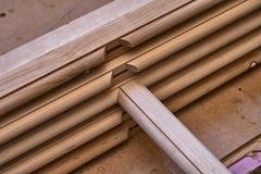 Träkabineda dörrar Ställe i denna ram som du önskar Hem- arkiv med klassisk design Trämöblemangtillverkningsprocess fotografering för bildbyråer