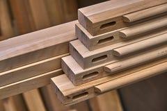 Träkabineda dörrar Ställe i denna ram som du önskar Hem- arkiv med klassisk design Trämöblemangtillverkningsprocess arkivfoto