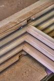 Träkabineda dörrar Ställe i denna ram som du önskar Hem- arkiv med klassisk design Trämöblemangtillverkningsprocess arkivbilder