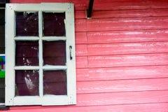 Träklassiskt vitt fönster Arkivfoto