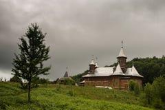 Träkloster Rumänien Arkivbilder