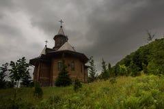 Träkloster Rumänien Royaltyfri Foto
