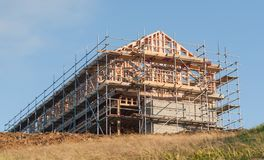 Träkonstruktion av det privata huset royaltyfria bilder