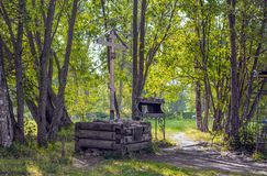 Träkorset av minnet av Grigory Rasputin i Alexander Park, St Petersburg, Ryssland Royaltyfri Foto