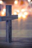 träkristet kors arkivfoto