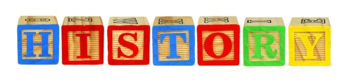 Träkvarterbokstäver som stavar HISTORIA över vit arkivfoton