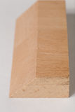 Träkvarteren för abstrakta beståndsdelar, dekorativt snitt i träd, närbild på vit bakgrund Arkivfoton