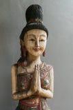 Träkvinnastaty för thailändsk stil Royaltyfri Foto