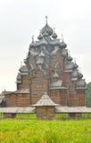 Träkyrka av interventionen nära St Petersburg Arkivbilder
