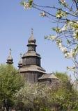 Träkyrka för George ` s i Sedniv Arkivfoton
