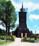 Träkyrka i Golkowice i Silesia från det 19th århundradet Arkivfoton