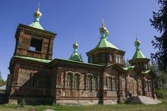 Träkyrka i Kirgizistan Arkivbild