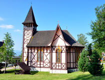Träkyrka i Stary Smokovec, Slovakien, Europa royaltyfria foton