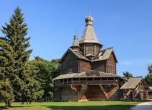 Träkyrka i Vitoslavlitsy fotografering för bildbyråer