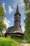 Träkyrka, Maramures, Rumänien Arkivbilder