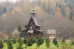 Träkyrkan för traditionell ryss i den forntida Ryssland Arkivfoto