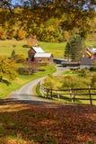 Träladugård i landskap för nedgånglövverk i Vermont bygd fotografering för bildbyråer