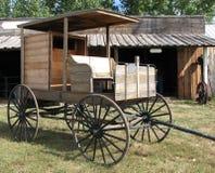 träleveransvagn arkivbild